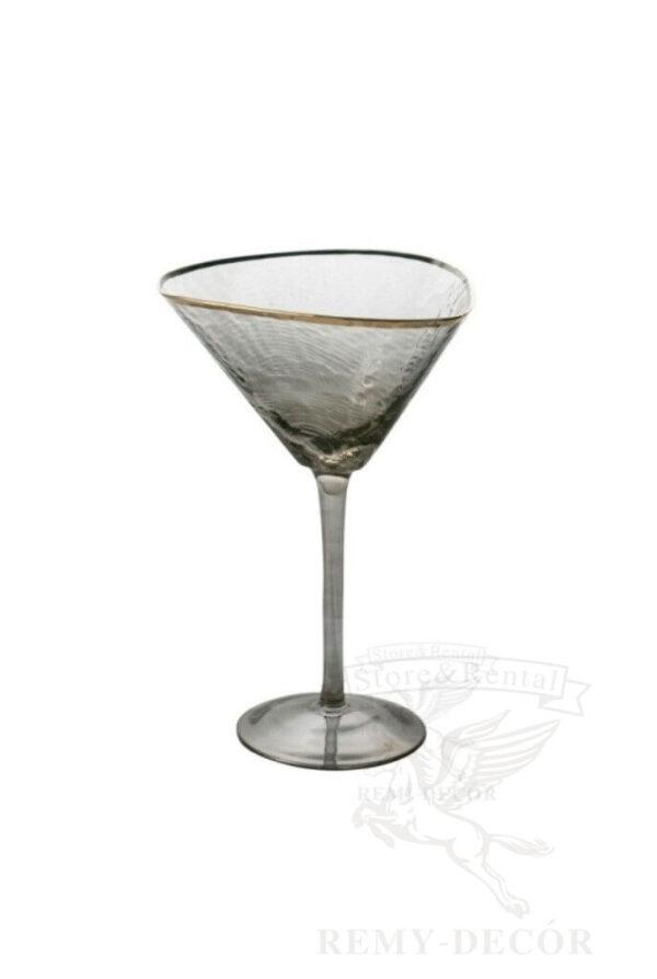 bokal dlya martini iz chernogo cveta s zolotym obodkom