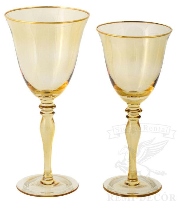 bokaly dlya vina i shampanskogo yantarno zolotistye s zolotym obodkom na dlinnoj nozhke kilian v prokat