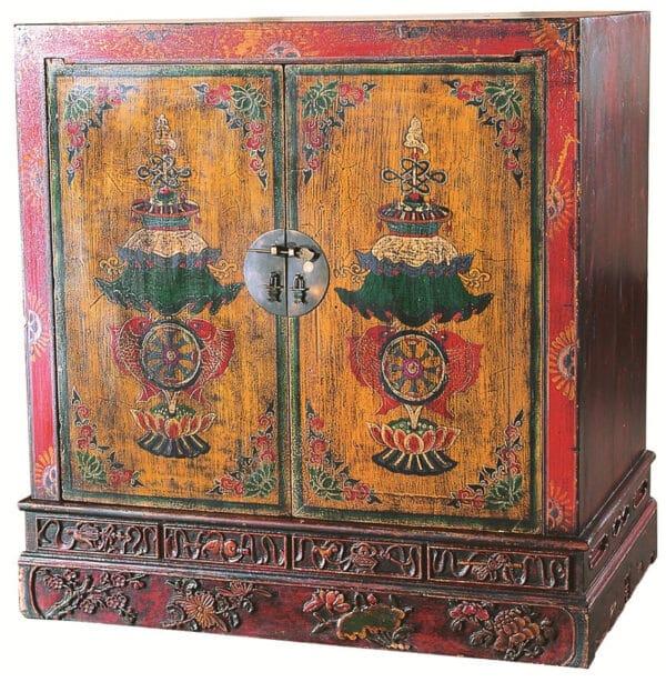 ctarinnyj zapirayushhijsya shkaf iz dereva s tradicionnym risunkom v kitajskom stile