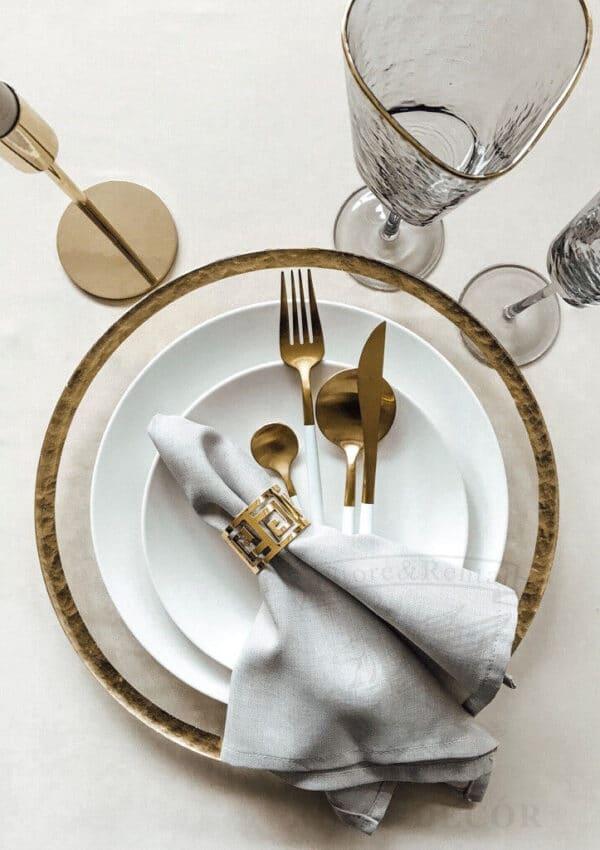 Золотое кольцо для салфеток с геометрическим узором