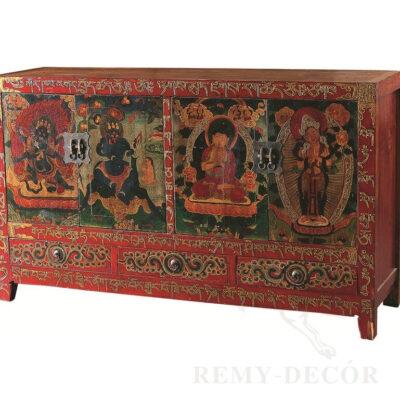 komod iz dereva v krasnom cvete s tradicionnym risunkom v kitajskom stile