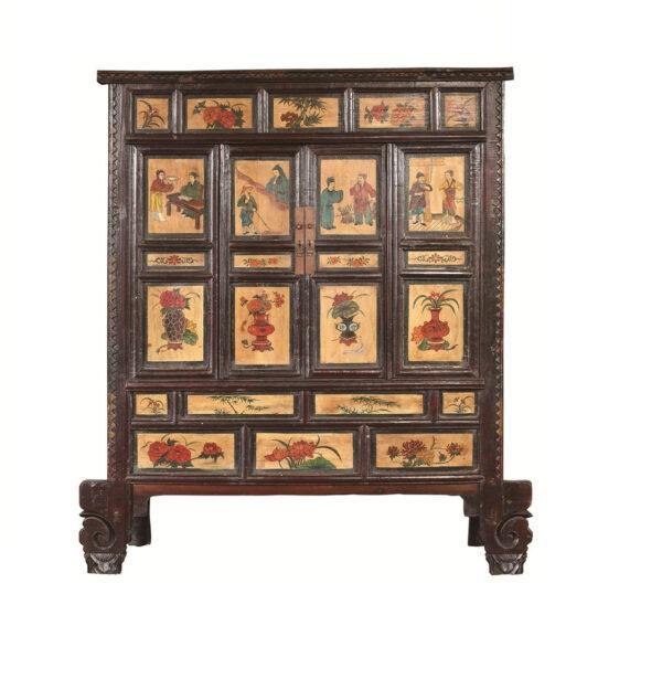 komod iz temno korichnevogo dereva s tradicionno kitajskimi risunkami