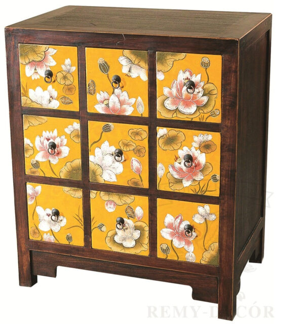 komod iz temnogo dereva s cvetochnym risunkom v kitajskom stile