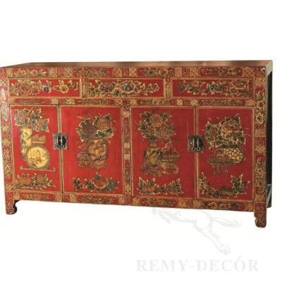 krasnyj komod iz dereva s uzorami v kitajskom stile