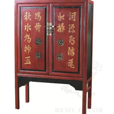 krasnyj shkaf s kitajskimi ieroglifami iz dereva vysokie nozhki kitajskij stil