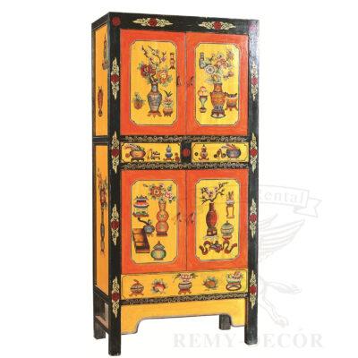 shkaf iz dereva s cvetochnym risunkom zhelto oranzhevyj cvet v kitajskom stile