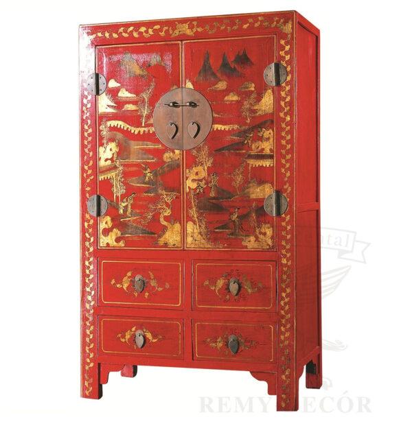 Шкаф из натурального дерева в красном цвете