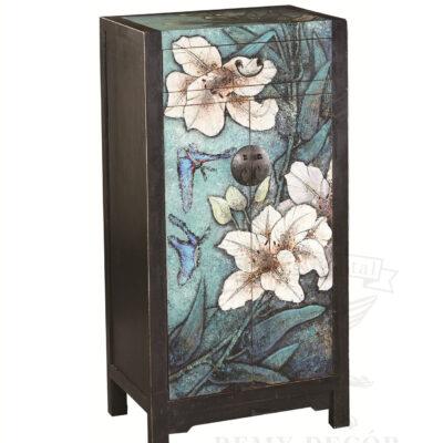shkaf iz temnogo dereva s cvetochnym risunkom v aziatskom stile