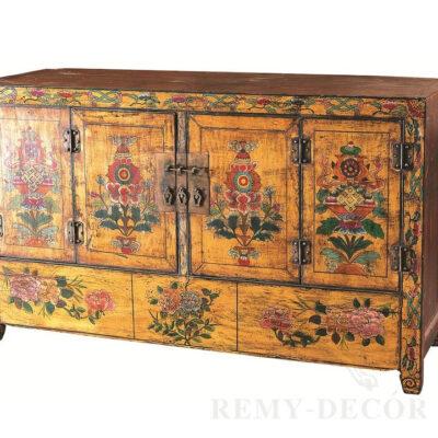starinnyj komod iz dereva s risunkom v tradicionno kitajskom stile