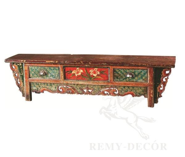 starinnyj komod iz dereva s tradicionnym kitajskim uzorom