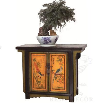 starinnyj komod iz dereva v olivkovo chernym cvete s risunkom v kitajskom stile