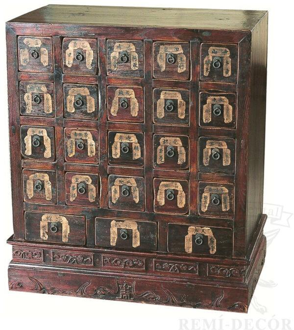 starinnyj komod s bolshim kolichestvom yashhikov iz dereva v tradicionno kitajskom stile
