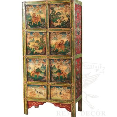 starinnyj shkaf iz dereva rospisan v tradicionno kitajskom stile