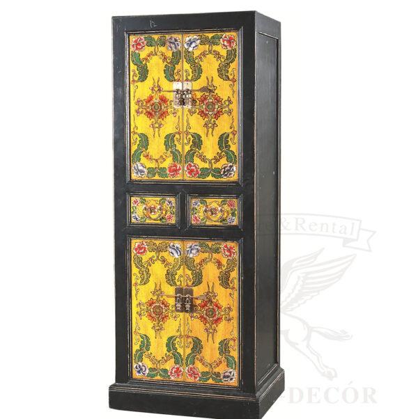 starinnyj shkaf iz dereva sinego cveta s tradicionnym risunkom v kitajskom stile