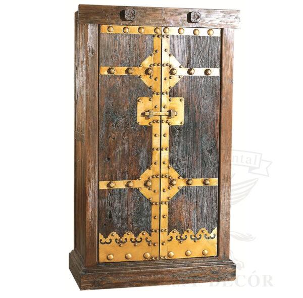starinnyj shkaf iz svetlo korichenovogo dereva s zolotymi vstavkami v vostochnom stile