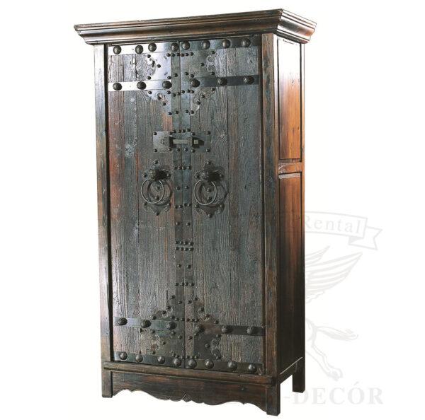 Старинный запирающийся шкаф