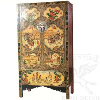 starinnyj zapirayushhijsya shkaf s tradicionnym risunkom v kitajskom stile