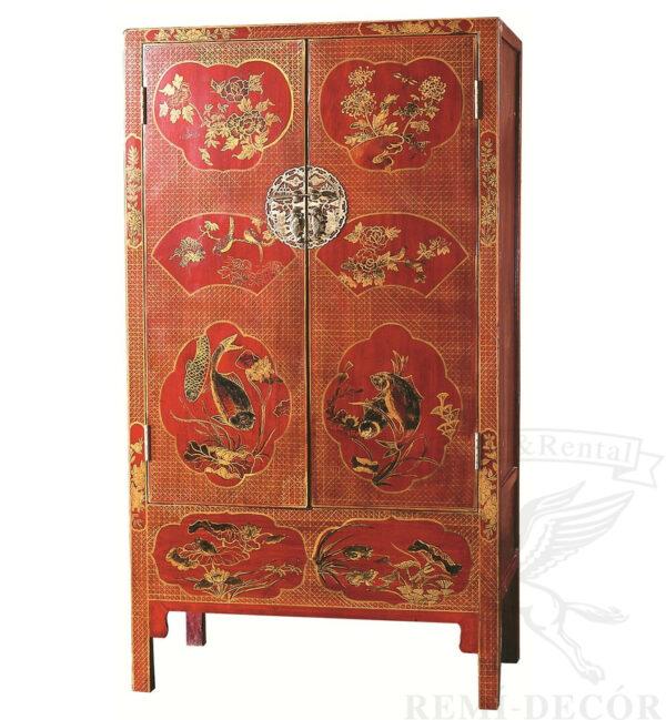 zapirayushhijsya shkaf krasnogo cveta s tradicionnym ornamentom v kitajskom stile