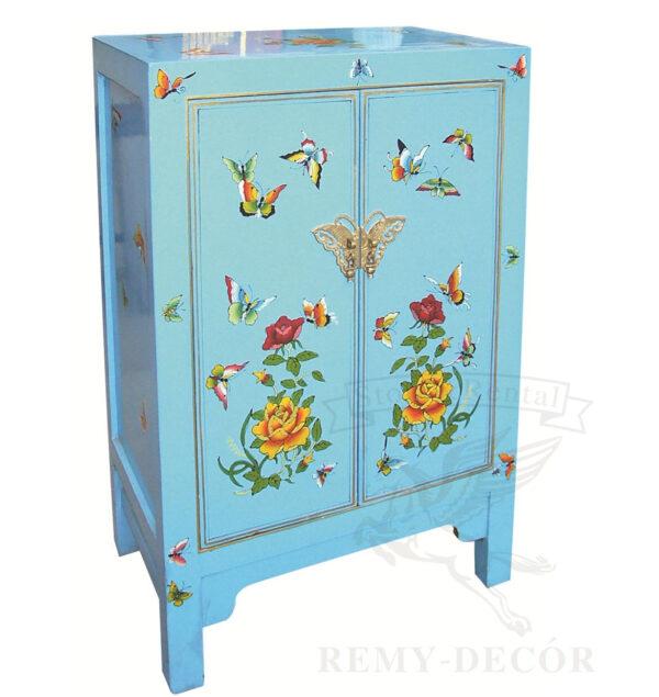 Шкаф в голубом цвете с рисунками бабочек