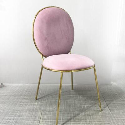 zolotoj stul s rozovoj spinkoj