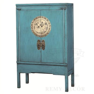v kitajskom stile goluboj shkaf strogo dizajna iz naturalnogo dereva s nacionalnym ornamentom