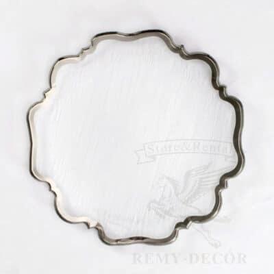prozrachnaya podstavnaya tarelka s figurnym kantom iz serebra