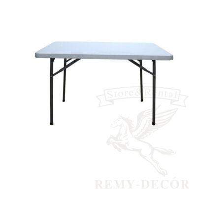 stol plastikovyj s metallicheskimi skladnymi nozhkami