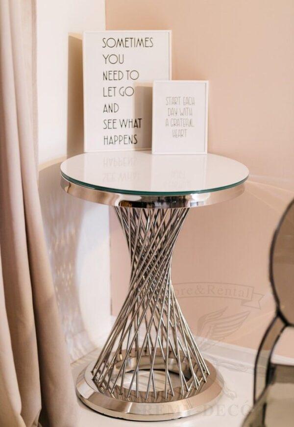 stol dekorativnyj iz nerzhavejki kak serebryanyj dlya doma