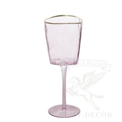 rozovyj bokal dlya krasnogo vina s zolotoj kajmoj
