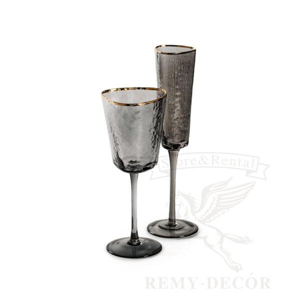 chernye dymchatye bokaly dlya shampanskogo i vina s zolotym obodkom